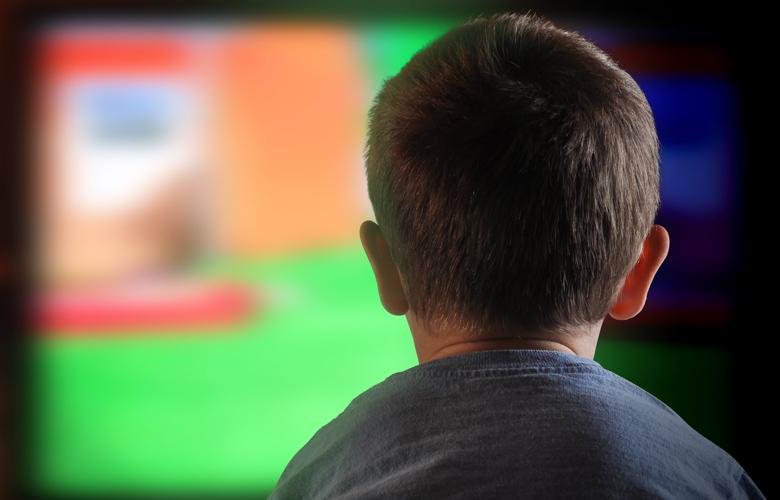 Παιδί σε οθόνη